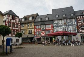 Der Marktplatz mit seinen Fachwerkhäusern in Bad Camberg