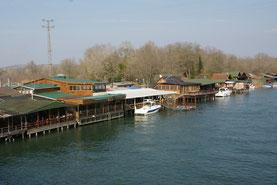 Romantische Fischrestaurants am Fluss
