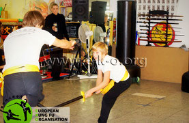 Waffenkampf im Kinder Kung Fu der Jing Wu Schule Köln