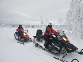 Snowmobiles on tour