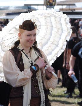 Zum M'era Luna 2014 im Steampunk Outfit. Foto: Dunkelklaus