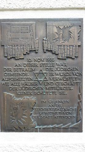 Die Gedenktafel am ehemaligen Betraum der jüdischen Gemeinde in der Attendorner Innenstadt