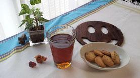 個人的な好みで、常温水出し紅茶の写真です…でも水色がキレイでしょ!?