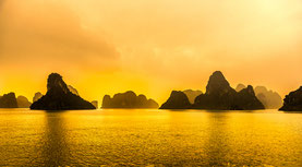 Ha Long Bay Vietnam in meditativer Abendstimmung