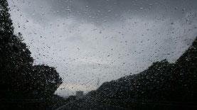 突然豪雨に・・・          2015/04/29