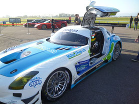 Freddy in einem SLS Mercedes (© Killensberger-Racing)