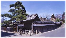 玉乃御膳は、県史跡のなかにある会社です。
