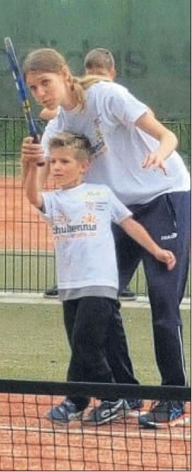 Auf der Tennisanlage in Gemünden: Unser Bild zeigt eine Vorübung der Schüler für den Einzelwettbewerb im Grundschulcup. Foto: nh