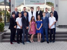 Die Abschlussklasse H9 mit Klassenlehrer S. Emering
