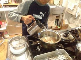 最近は、炒め味噌汁ならお手の物!の長男です♪