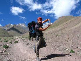 "Wanderer ""umarmt"" den Stok Kangri. Foto von Martina Kraler"