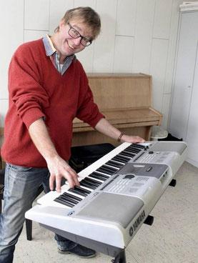 Musikpädagoge Klaus Schrön ist einer der Väter der Rockwerkstatt für Kinder und Jugendliche. © Pelka