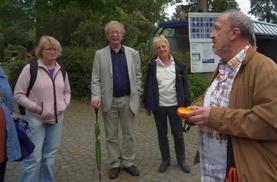 FDP beim Besuch des Darmstädter Friedhofs
