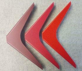 équerres pour étagère en 3 nuances de rouge