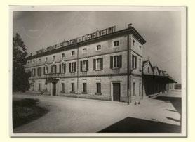 het zelfde gebouw, bijna 100 jaar geleden