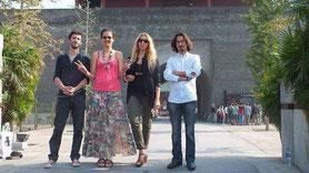 Les artistes Bastien Loukia , Pierre Grix , Lilou et Emilie Arnoux lors d'un séjour en Chine organisé par la fondation Prospective et Innovation