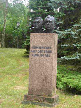 Denkmal für die Kosmonauten  Siegfried Jähn und Valerie Bykowski auf dem Gelände des Wissenschaftsparks
