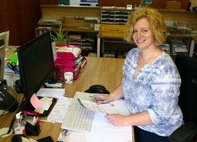 Frau Taghikhahan, Sekretärin
