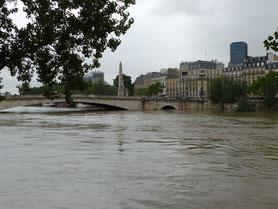 crue de la seine paris pont deborde
