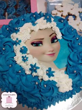 tarta dripcake en cartagena, tarta de bizcocho y golosinas
