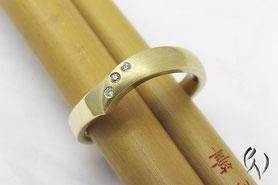 Ring Gold mit Brillant, Irisblatt