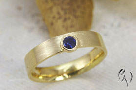Ring Gold 750/- mit Saphir, Handarbeit