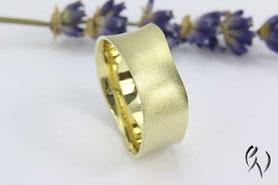 konkaver Ring aus Gold, Handarbeit