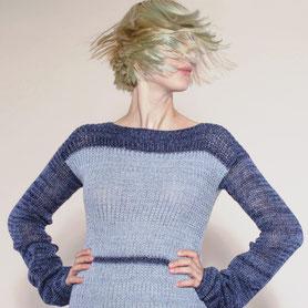 handgestrickter moderner Kaschmirpullover mit Biowolle in blau
