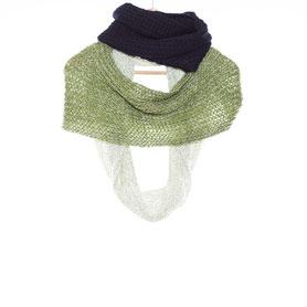 Set aus handgestricktem Stirnband und Schal aus reiner Biowolle in dunkelblau und cremeweiß
