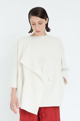 zeitlos: elegante Jacke aus Bio-Wolle in cremeweiß