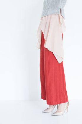 locker drapierte und elegante Bluse aus feiner pflanzlich gefärbter Biobaumwolle in altrosa