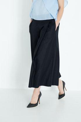 großzügig: elegante Culotte aus schwarzer Bio-Baumwolle