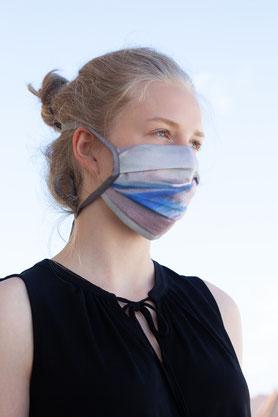 eleganter nachhaltiger Blazer mit Ärmelschlitz aus schwarzer robuster Bio-Baumwolle mit Gürtel