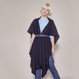 elegant drapierte Wolljacke aus dunkelblauem Bio-Walk