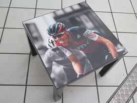 Tisch mit Bild