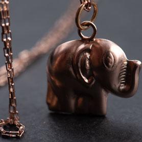 Gliederkette Anhänger Elefant, Vintage Schmuck, Geschenk Jahrestag, Roségold, fairer Schmuck, nachhaltiger Schmuck, Schmuck lokal München, Kette Roségold, Rotgold, mishmish Schmuck, shop local