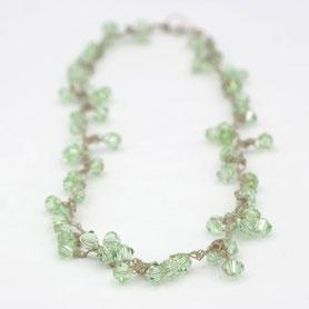 swarovski ketting gehaakt, lichtgroen, handgemaakte sieraden, swarovski sieraden