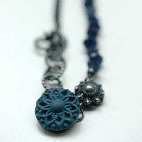 zeeuwse ketting met blauw porseleinen knoopje, zeeuwse sieraden