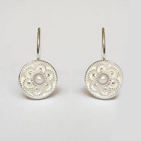 zilveren ronde oorbellen met parel