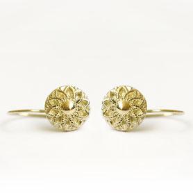 gouden oorbellen met rond knoopje