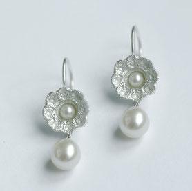 zeeuwse oorbellen met parel, zeeuwse sieraden