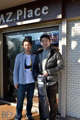 店主の池西さん(左)&鈴木プロ(右) まぶしい場所で撮ってすみません……