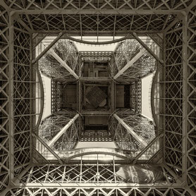 Blick nach oben: Tour Eiffel