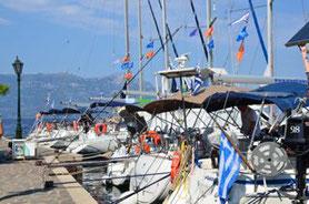 Flottieljezeilen in Griekenland in de Saronische Golf vanuit Athene