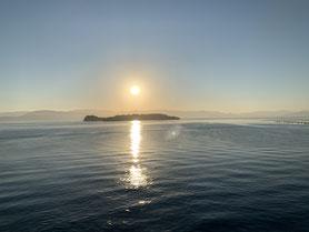 griechisches Land in Sicht im Morgengrauen