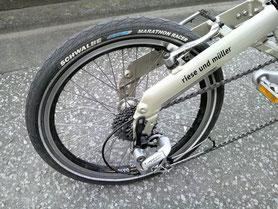自転車の 北千住 自転車置き場 : タイヤはシュワルベ マラソン ...