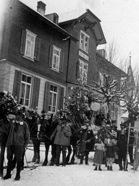 Luthern Bad, Tanneschleipfetestart vor Gasthaus Hirschen