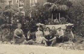 Fronleichnahm vor der Gärtnerei Leger Henri