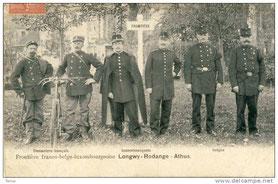 Frontière franco-belge-luxembourgeoise     d.g.à.d. - Douaniers français - luxembourgeois - belges