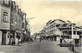 Grand-Rue - rue du Centre  avec Kermesse à la droite